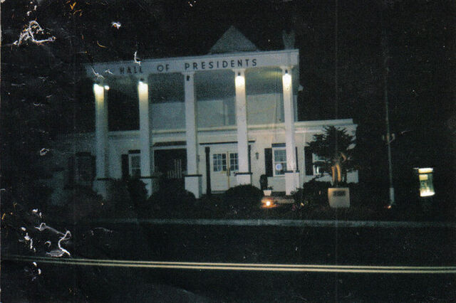 File:Hall of presidents.jpg