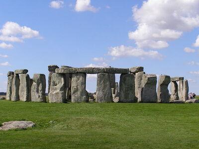 800px-Stonehenge2007 07 30