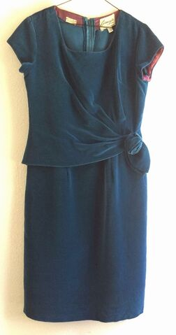 File:Dress Teal Velvet.jpg