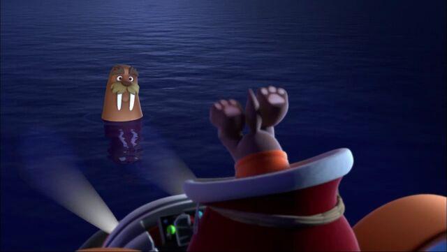 File:PAW Patrol - Wally the Walrus and Zuma - Christmas 2.jpg