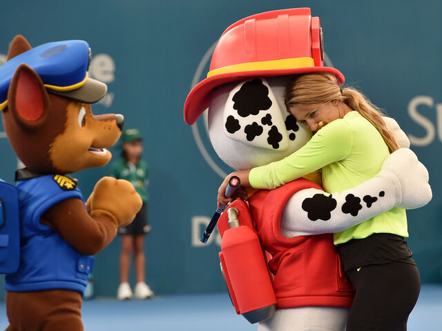 File:Nickelodeon-Suncorp-Kids-Tennis-Day-2016-Brisbane-International-Tennis-Tournament-Victoria-Azarenka-PAW-Patrol-Nick.jpg