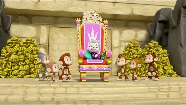 File:Royal Throne 55.jpg