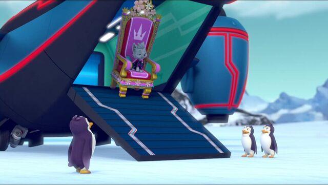 File:Royal Throne 69.jpg