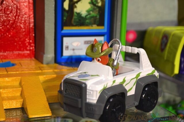File:Paw-Patrol-Monkey-Temple-Play-set-with-Tracker.jpg