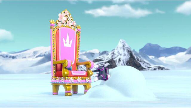 File:Royal Throne 70.jpg