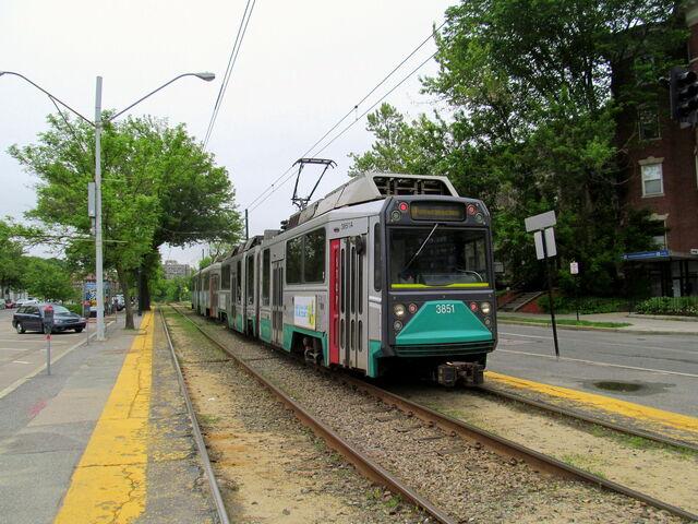 File:Inbound train at Tappan Street, June 2014.jpg