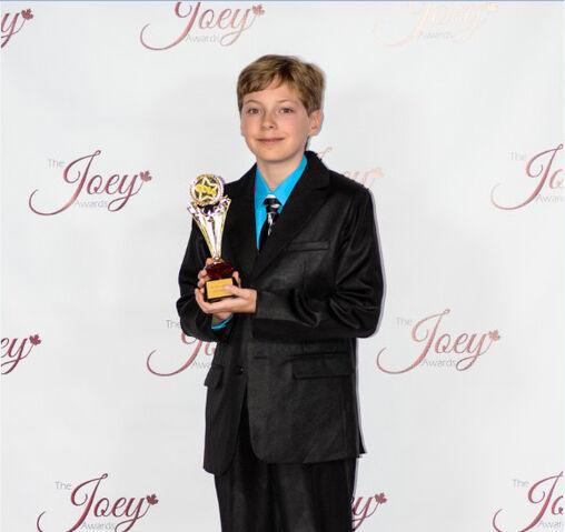 File:Alex thorne joey award.jpg