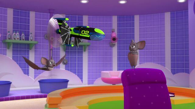 File:Party Bats 18.jpg