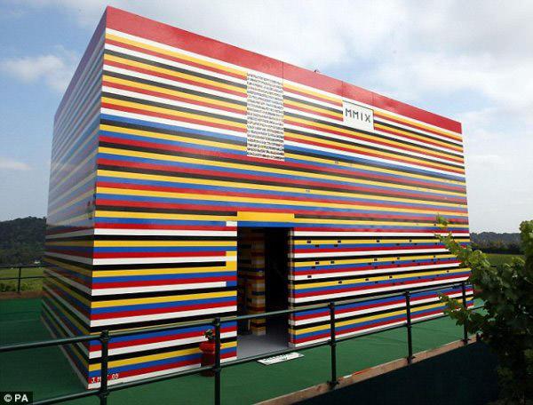 File:Full-size lego house.jpg