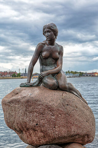 File:Copenhagen - the little mermaid statue - 2013.jpg