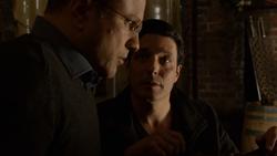 1x19 - Scarface warns