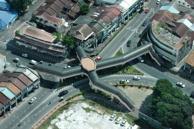 File:Komtar Octopus Footbridge, George Town, Penang.jpg
