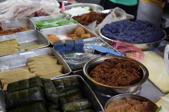 File:Nyonya kuih, Pulau Tikus, George Town, Penang.jpg