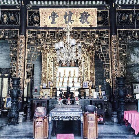 File:Pinang Peranakan Mansion temple, George Town, Penang.jpg