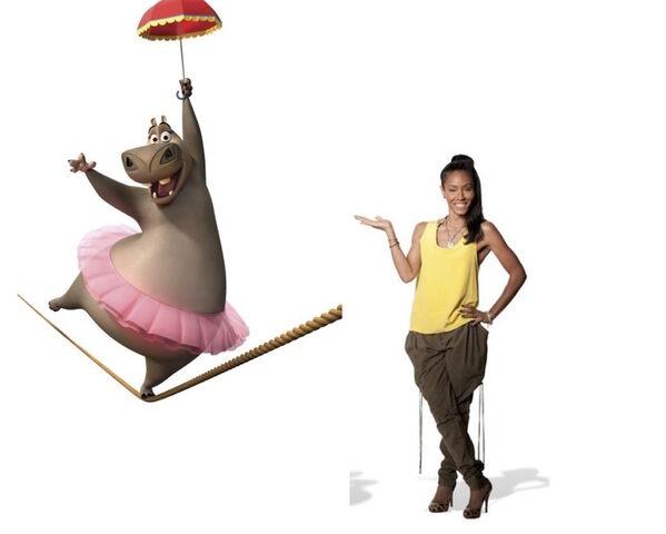 File:Jada with Gloria in Madagascar3.jpg