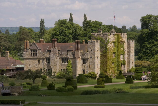 File:Hever Castle.jpg