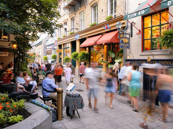 File:Gorgeous shops in Quebec City.jpg