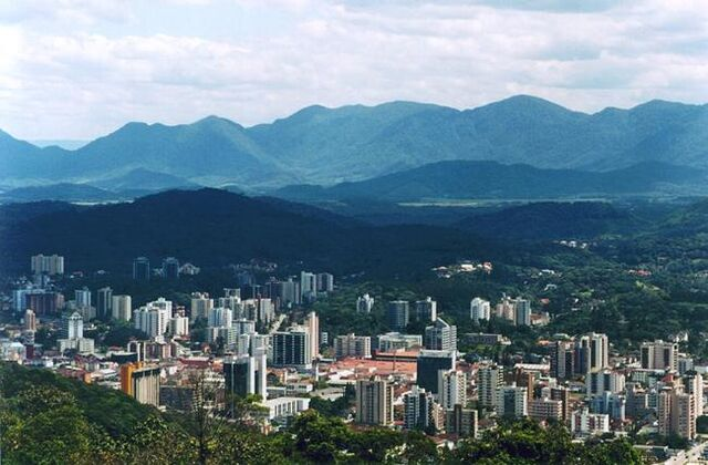 File:Joinville bordered by mountains.jpg