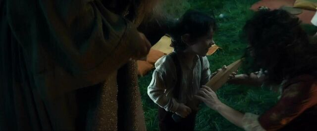 File:Little Bilbo with his mother.jpg