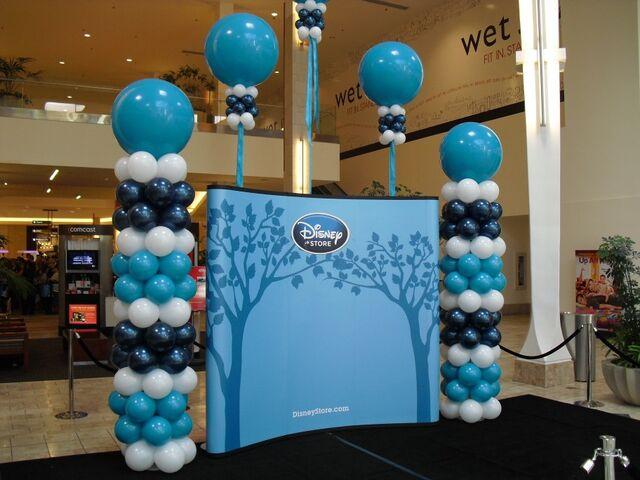 File:Disney Store photo area backdrop.jpg