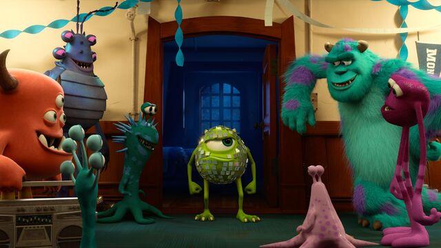 File:Monsters-University-Glittery-Mike.jpg