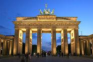 350px-Brandenburger Tor abends