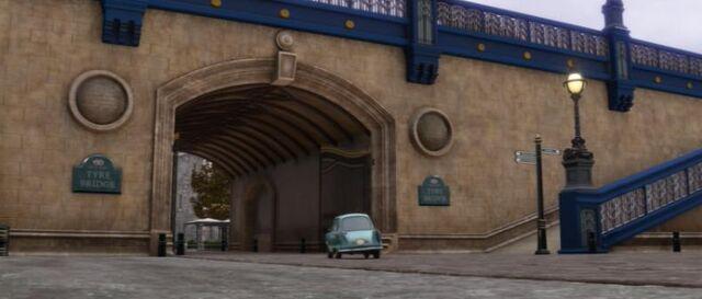File:Tyre Bridge.jpg