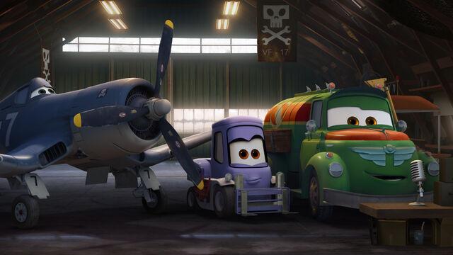 File:Skipper with Chug and Dottie.jpeg