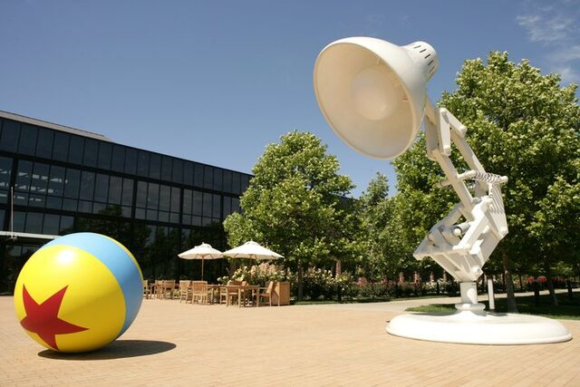 File:Luxo,Jr.-Ball-large models.jpg
