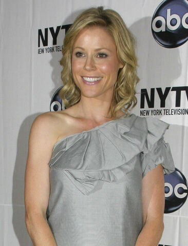 File:Julie Bowen 2009.jpg