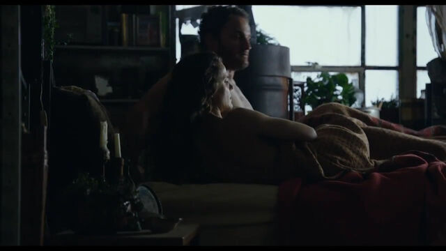 File:Ellie and Malcolm in bed awake.jpg