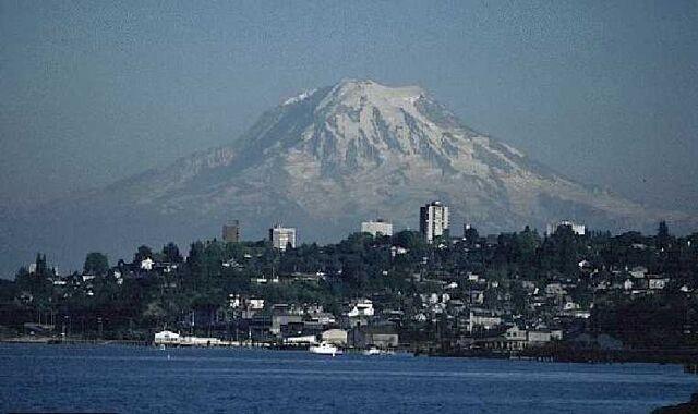 File:Mount-rainier-over-tacoma.jpg