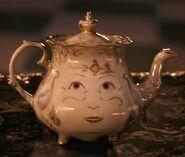 Beauty-and-the-Beast-Trailer-Mrs-Potts (2)