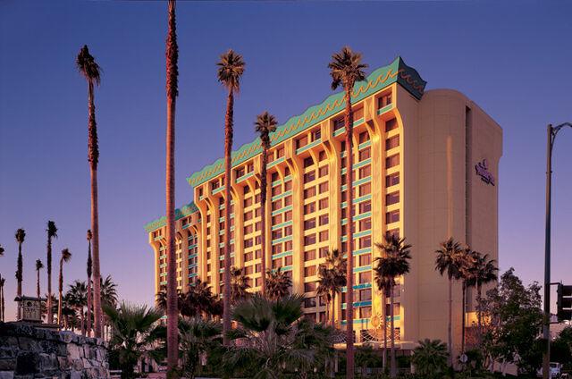 File:Disney's Paradise Pier Hotel.jpg