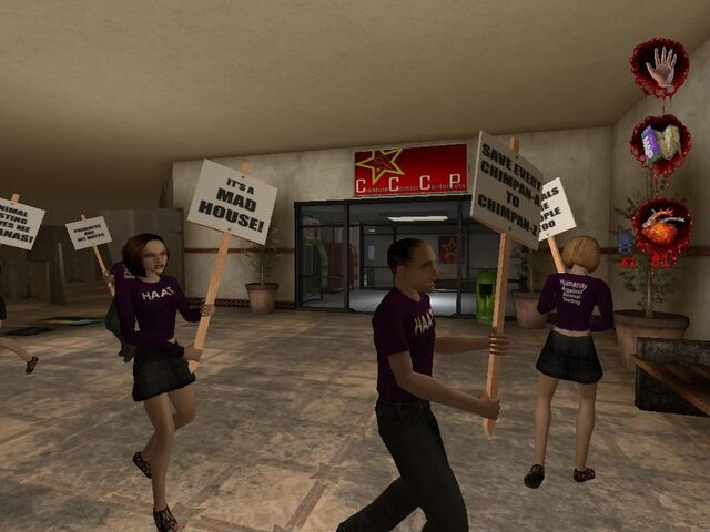 Plik:Protestsotrs outside Creature Control Center and Pets.JPG
