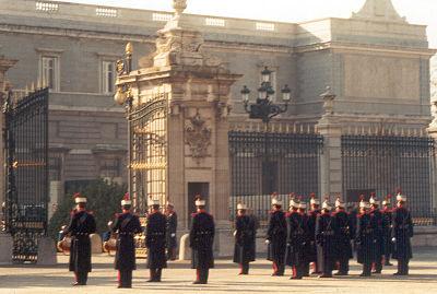 File:400px-Guardias reales en 2001.jpg