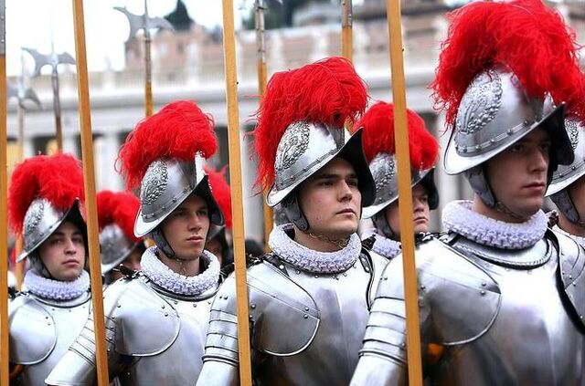 File:Vatican armor0000001-4 3 rx512 c680x510.jpg