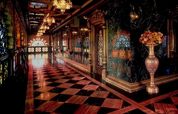 File:PALACE HALLWAY.JPG