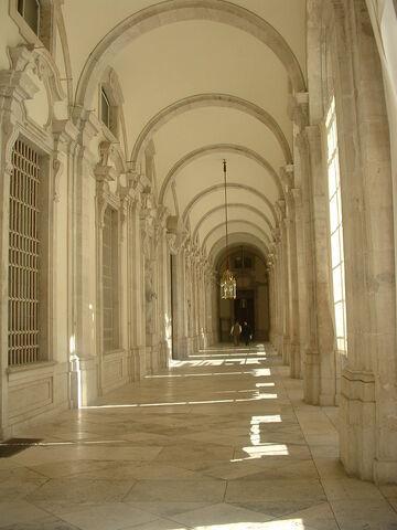 File:Royal-palace-hallway.jpg
