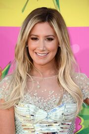 Ashley-Tisdale---2013-Kids-Choice-Awards--02-560x842