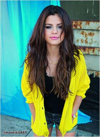 File:Selena-gomez-2013-selena-gomez-33448874-1179-1606.jpg