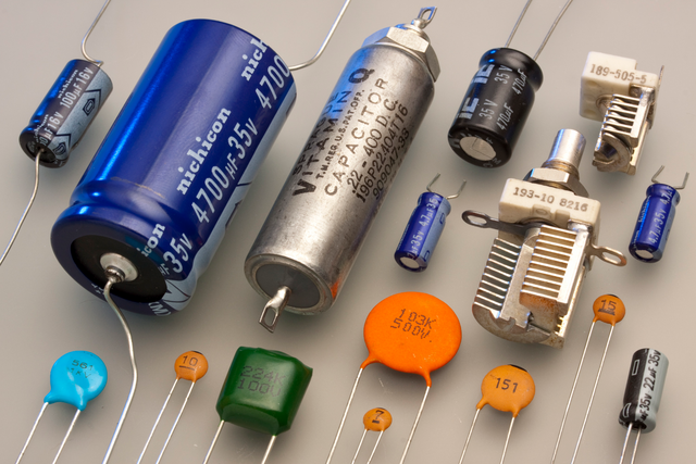 File:Capacitors.png