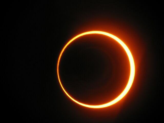File:Annular-eclipse.jpg