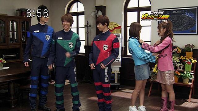 File:Dekaranger-Magiranger (Super Sentai Versus Series Theater).jpg