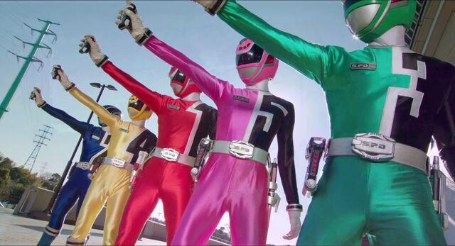 File:Dekaranger (Super Hero Taisen Z).jpg