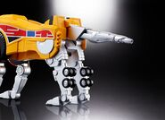 Soul of Chogokin Sabertooth Tiger Dinozord 1