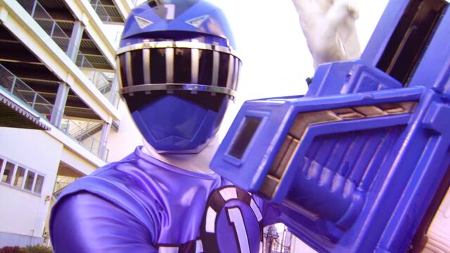 File:Kyoryuger vs. Go-Busters - ToQ 1gou Blue.jpg