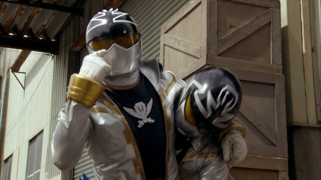 File:Gokai Silver vs Gokai Silver.jpg