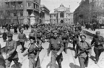 Chuikov-army-stalingrad-women-soldiers