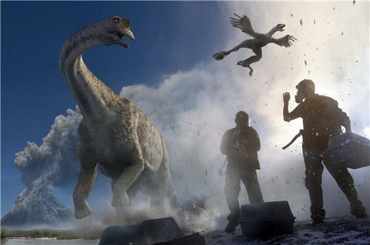 File:Titanosaurus and Microraptor.jpg